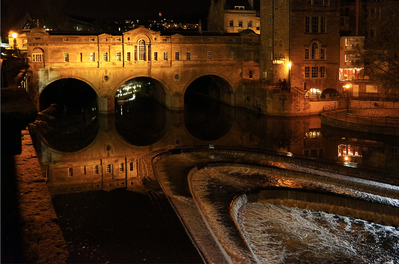 Pulteney Bridge - Bath UK Tourism, Accommodation, Restaurants & Whats On